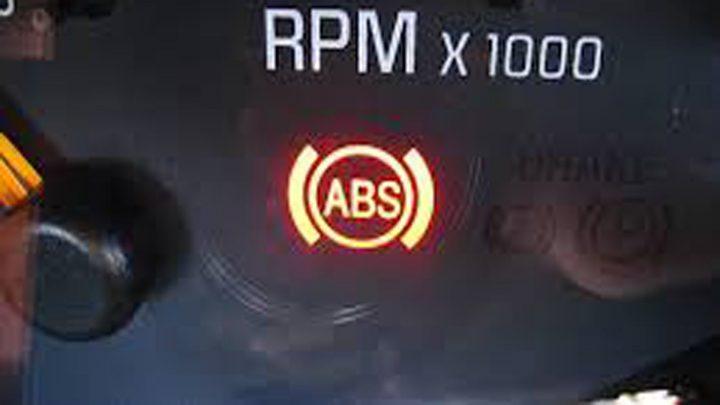 Lỗi hệ thống phanh ABS trên xe BMW 530